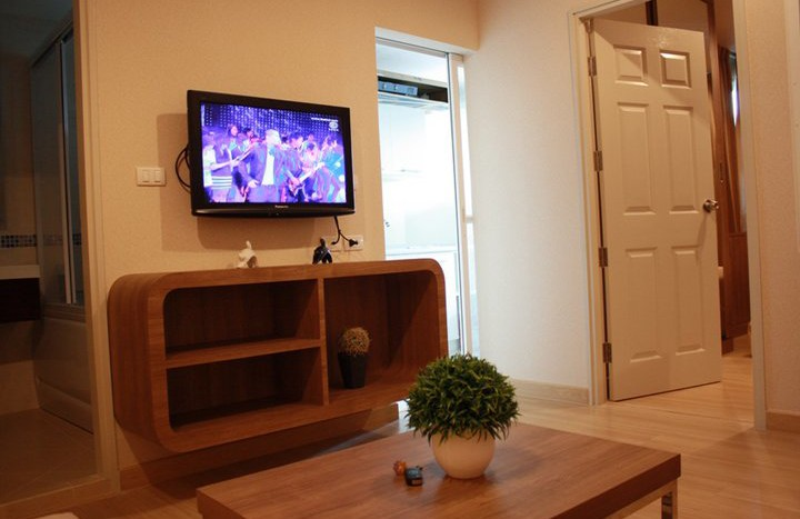 One bed condo for rent in Sathorn - TV