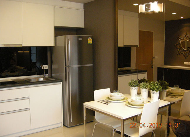 One bed condo for rent in Asoke - Kitchen