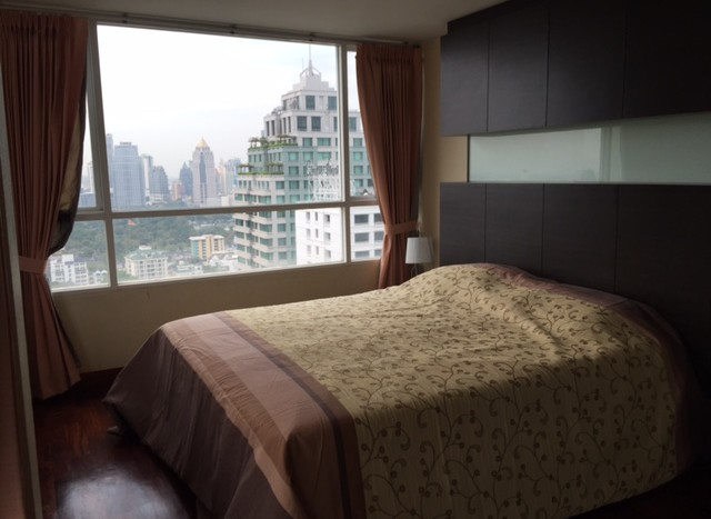 Three bedroom condo for rent in Chid Lom - Master bedroom