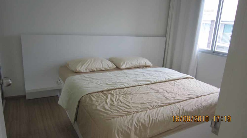 Two bed condo for rent in Rama 9 - Bedroom