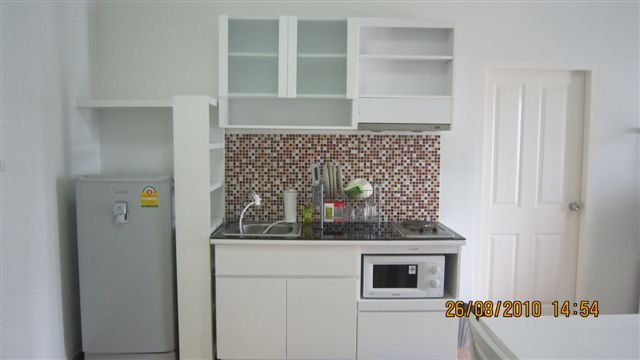 Two bed condo for rent in Rama 9 - Kitchen