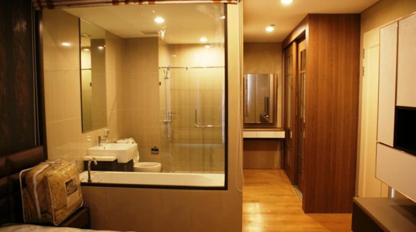 Duplex for rent in Asoke - Bathroom