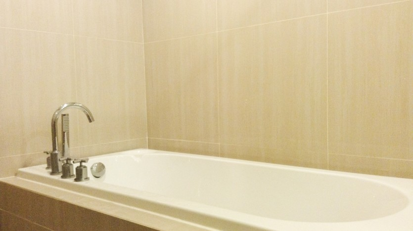 Two bed condo for rent in Asoke - Bathroom