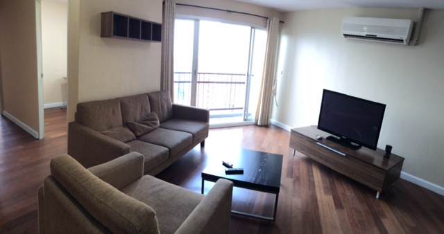 Two bed condo for rent in Sathorn - Living room 2