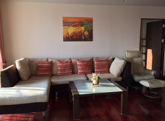 Three bedroom condo for rent in  Chid Lom -  Living Room