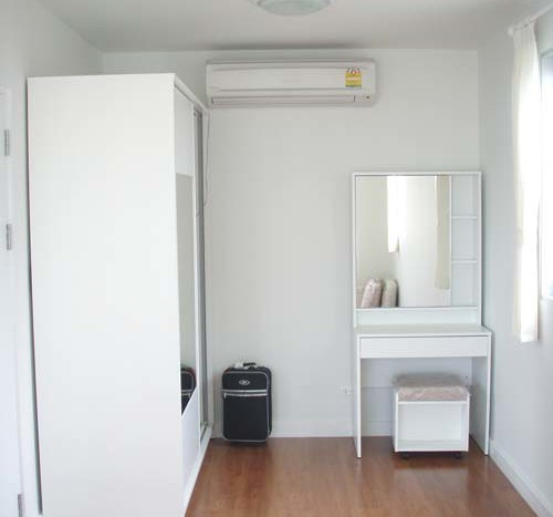One bed condo for rent in Phrom Phong - Wardrobe