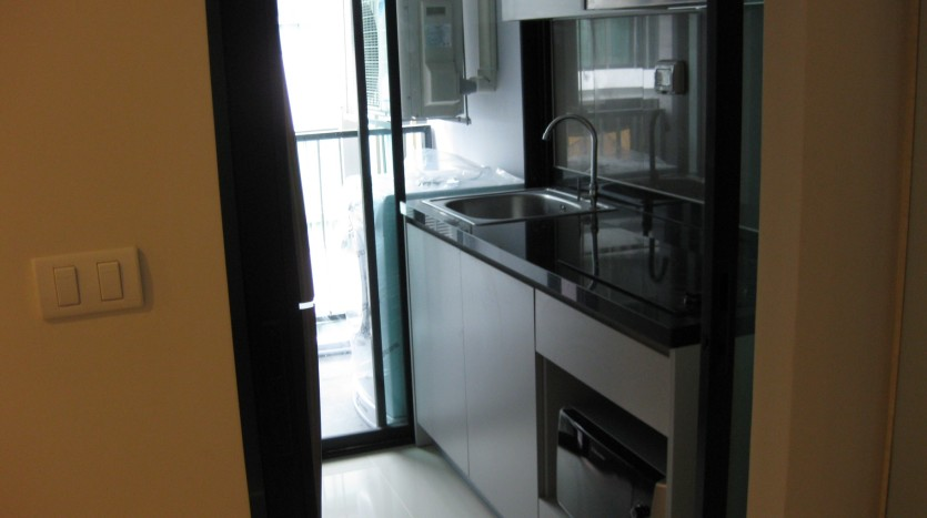 Condo for rent in Ekkamai - Kitchen