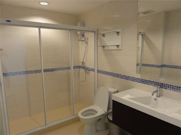 Two bed condo for rent in Ratchada - Bathroom