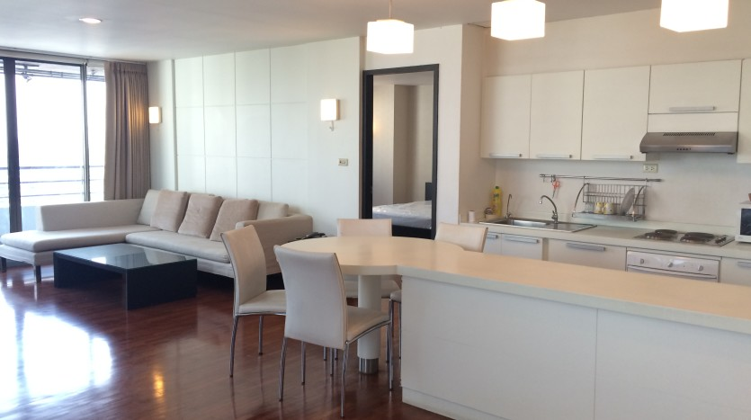 Two bed condo for rent in Asoke - Dining area
