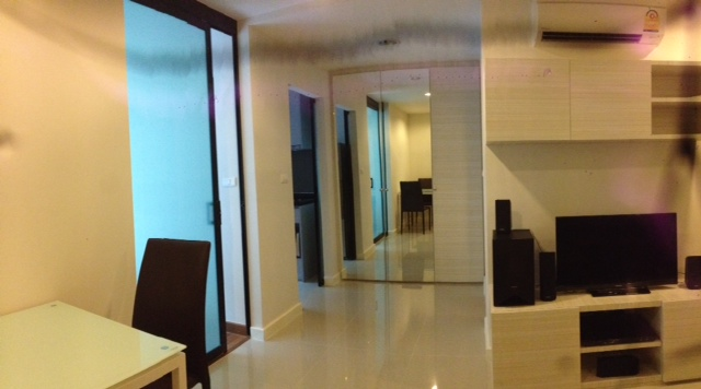 Condo for rent in Ekkamai - Living room