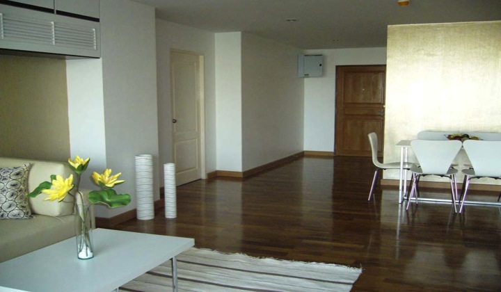 Three bed condo for rent in Thong lo -  Entrance