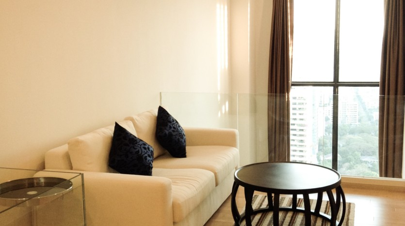 Two bed condo for rent in Asoke - Family area