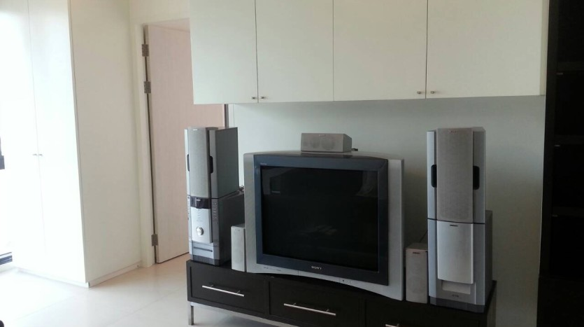 Two bed condo for rent in Ari - TV