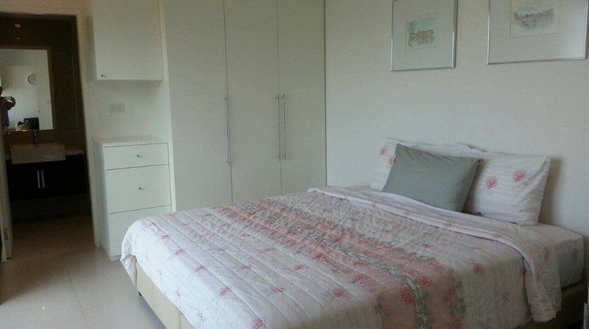Two bed condo for rent in Ari - Second bedroom 2