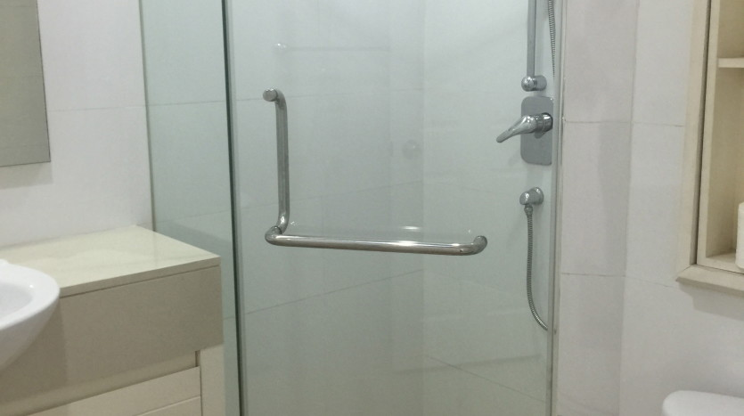 Two bed condo for rent in Phrom Phong - Shower