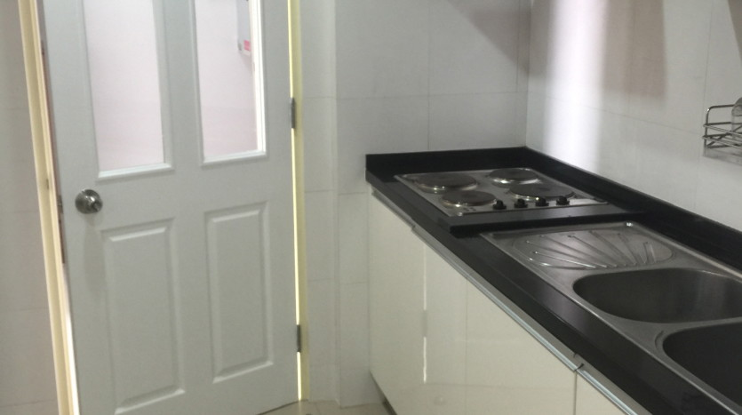 Two bed condo for rent in Phrom Phong - Kitchen