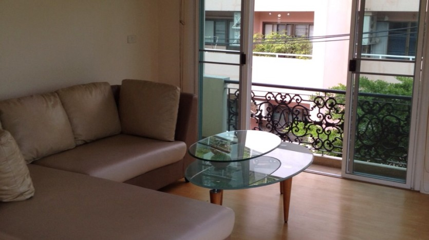 Two bed apartment for rent in Ari - Living room