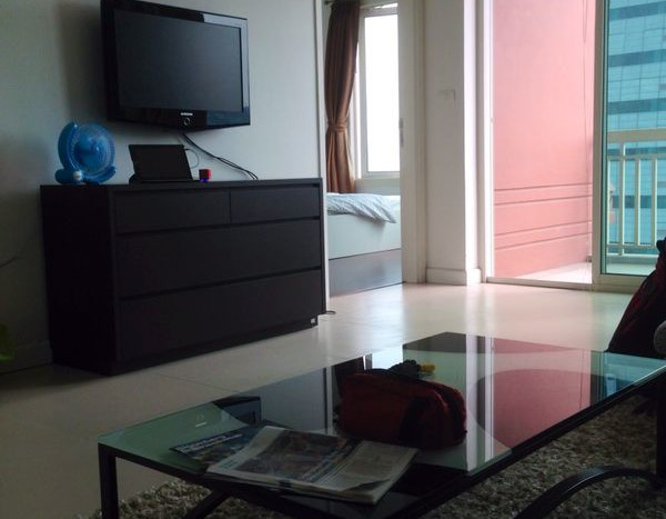 One bed condo for rent in Chidlom - Living Room
