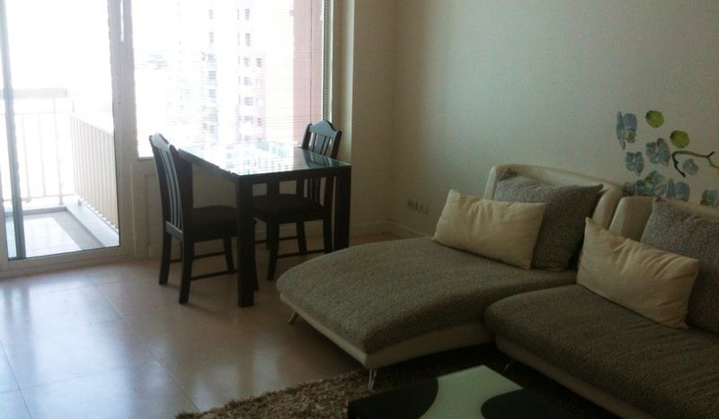 One bed condo for rent in Chidlom - Sofa