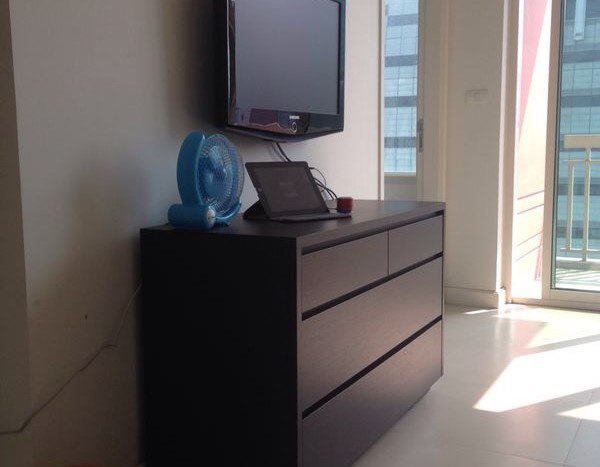 One bed condo for rent in Chidlom -TV Stand