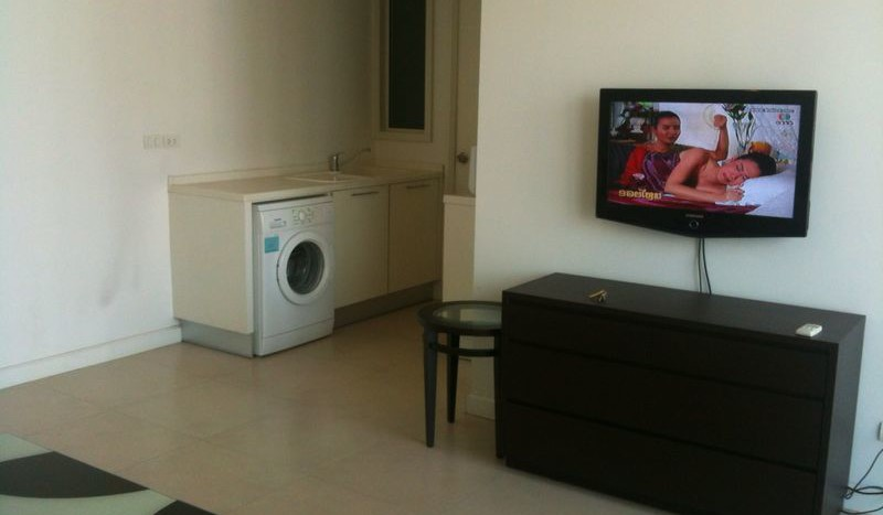 One bed condo for rent in Chidlom - Living room 2