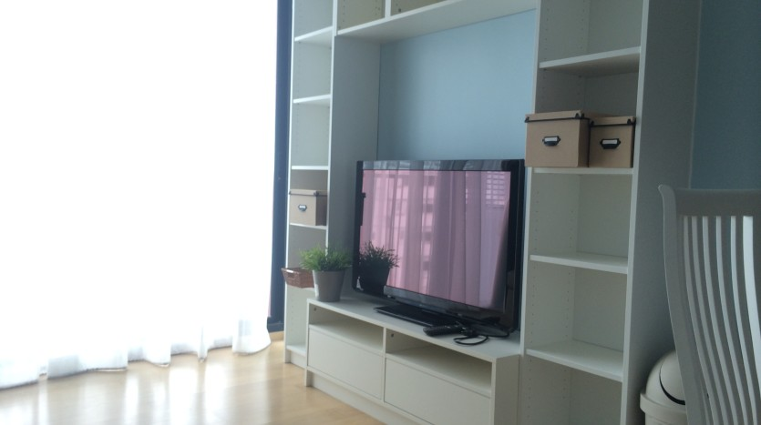 One bed condo for rent in Ari - TV