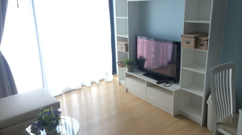 One bed condo for rent in Ari - TV stand