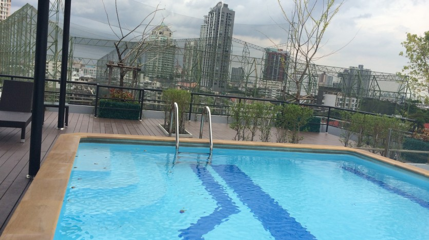 Condo for rent in Ekkamai - Swimming pool