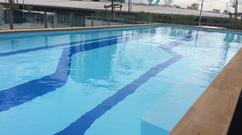 Condo for rent in Ekkamai - Swimming pool