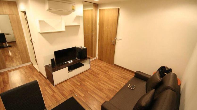 Condo for rent in Ekkamai - Living room 2