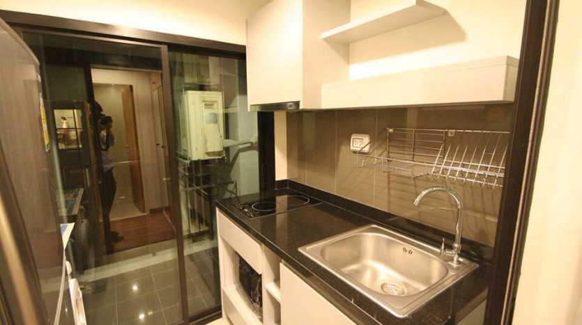Condo for rent in Ekkamai - Kitchen