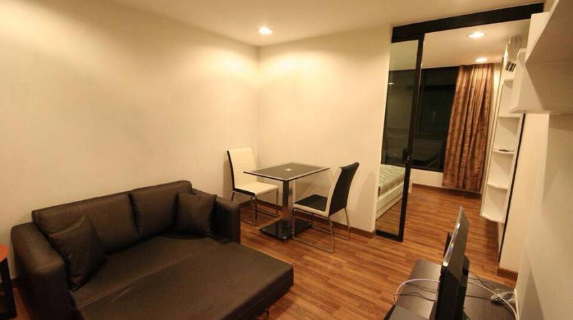 Condo for rent in Ekkamai - Living room