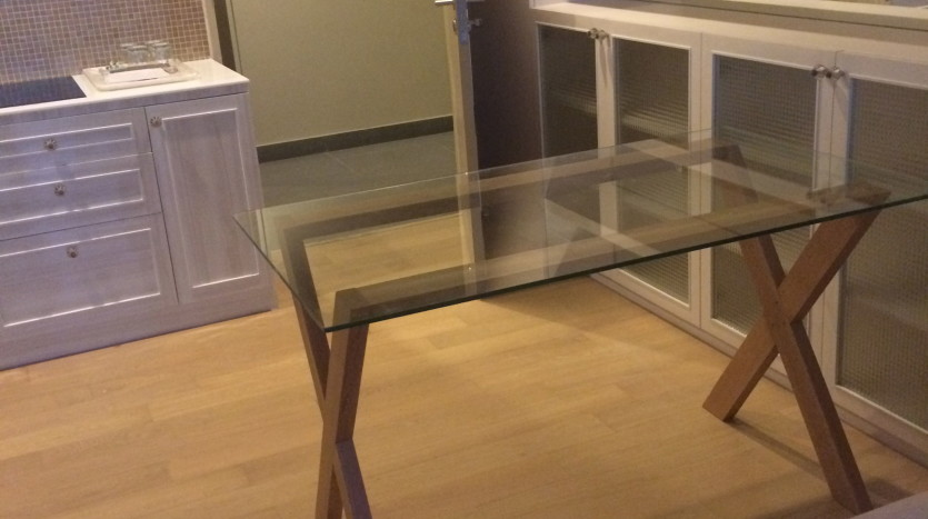 One bed condo for rent in Ari - Dining table
