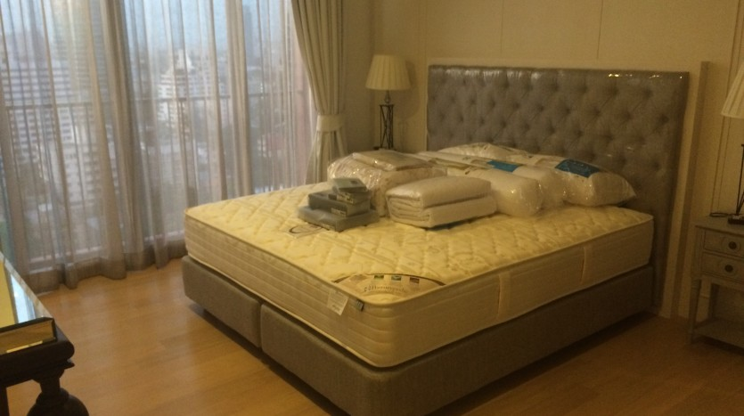 One bed condo for rent in Ari - Bedroom