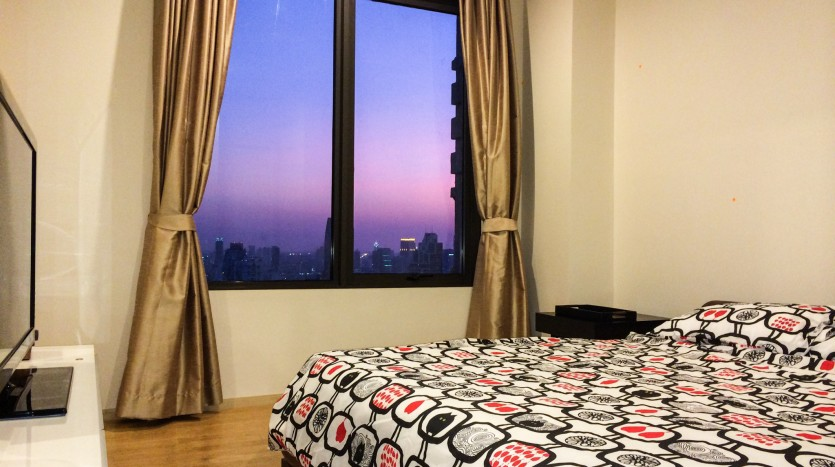 Two bed condo for rent in Asoke -  Large bedroom