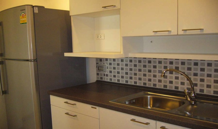 Three bed condo for rent in Thong lo - Kitchen