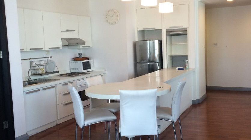 Two bed condo for rent in Asoke - Kitchen