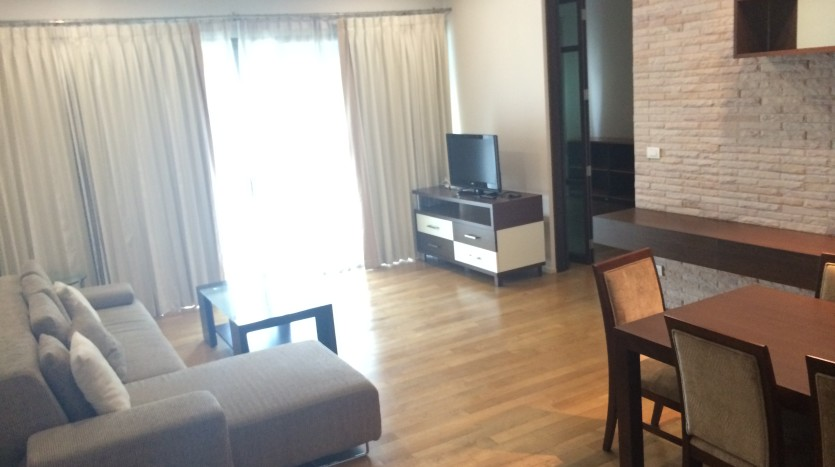 Two bed condo for rent in Phrom Phong - Living area