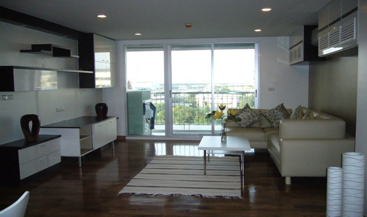 Three bed condo for rent in Thong lo - Living room