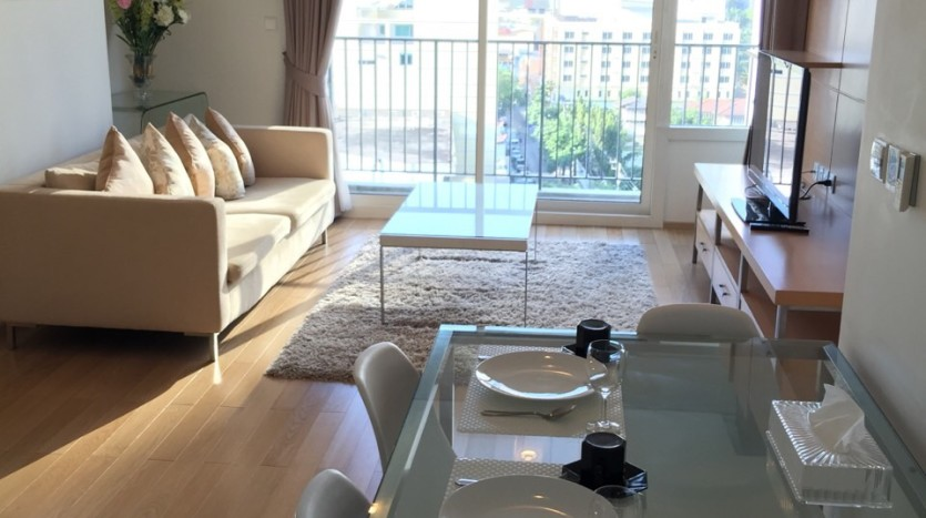 Two bed condo for rent in Thong lo - Living room
