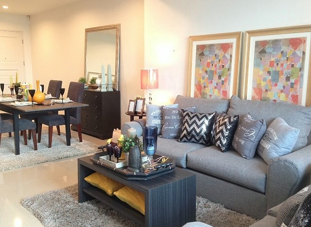 Three bedroom condo for rent in Asoke - Sofa