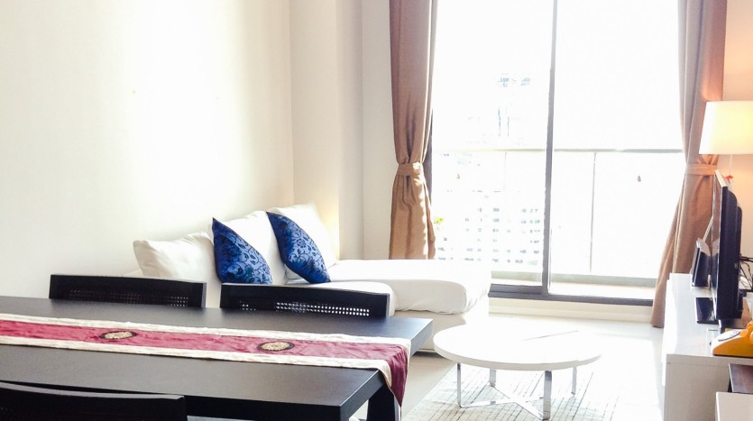 Two bed condo for rent in Asoke - loft