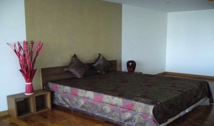 Three bed condo for rent in Thong lo - Master bedroom