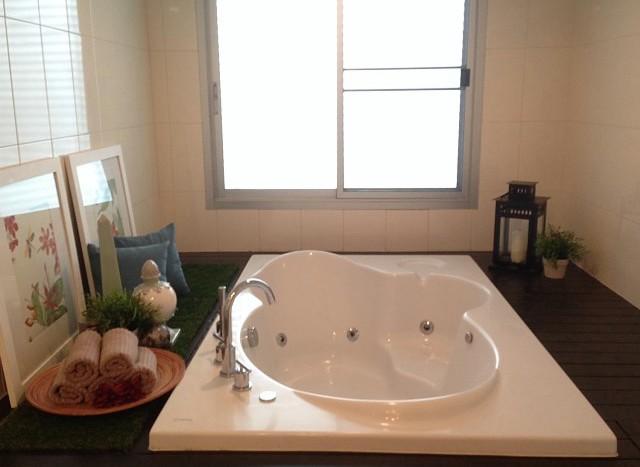 Three bedroom condo for rent in Asoke - Jacuzzi