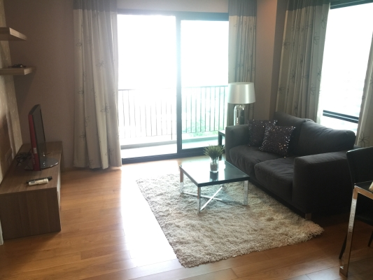 One bed corner unit for rent in Ari - Living room