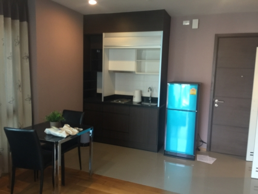 One bed corner unit for rent in Ari - Kitchen