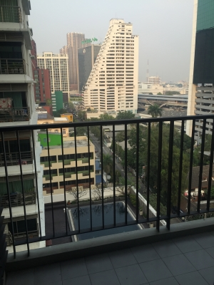 One bed corner unit for rent in Ari -  View