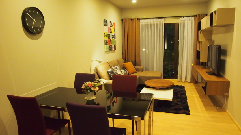 One bedroom condo for rent in Phrom Phong - Living room 3
