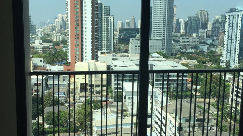 Two bed condo for rent in Ekkamai - View 2