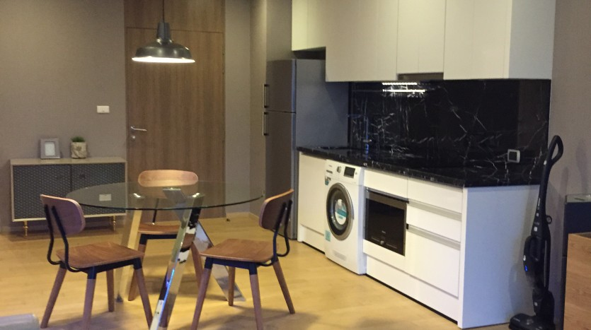 Two bed condo for rent in Ekkamai - Kitchen